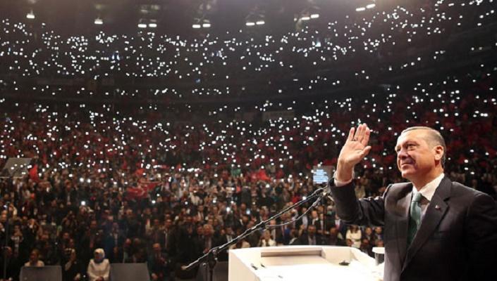 Nach Türkei-Referendum: Grünen-Chef Özdemir stellt klare Forderung an Deutschtürken