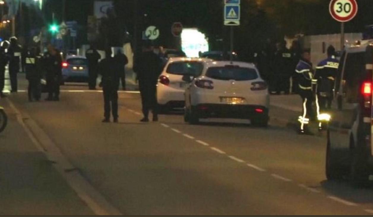 Auto fährt in Toulouse in Personengruppe - drei Verletze